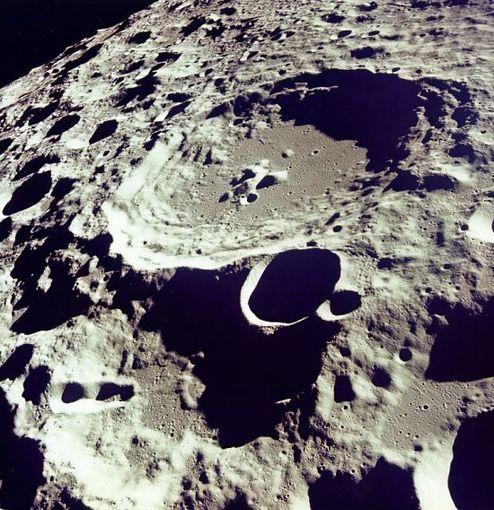 月球上的二战飞机