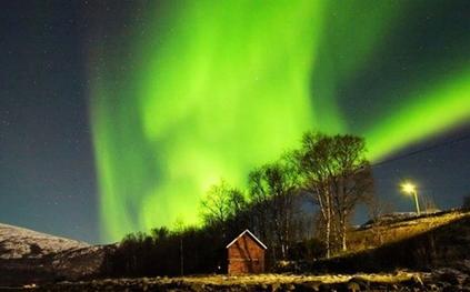 斯堪的纳维亚半岛-美丽的北极光[图]