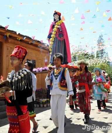 鲜花 怒族/每年的农历三月十五日,云南怒族人都会举行其隆重的传统节日...