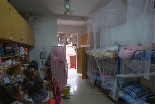 长沙理工大学设计学院四名大一女生,将寝室装修成咖啡厅风格,命名为