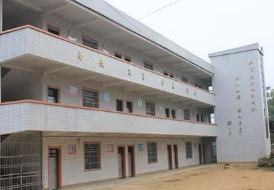 学校连续5年被评为全县先进集体,2011年,我校被铜仁市评为先进集体.