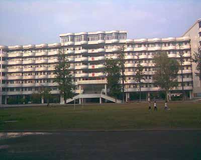 2004年5月,墨江中学顺利通过韶关市一级学校评估验收.