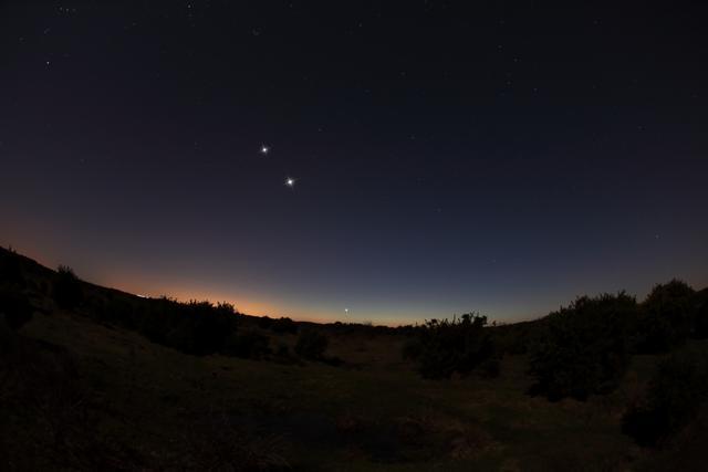 在地球上观测,金星的亮度远超木星