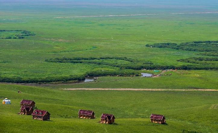 乌拉盖管理区位于内蒙古自治区锡林郭勒盟东北部,东经118°44′—11